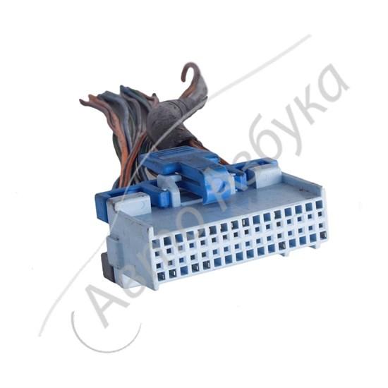 Разъем контроллера Январь 4 инжектор 32 клемм на ВАЗ 2110 - фото 10848