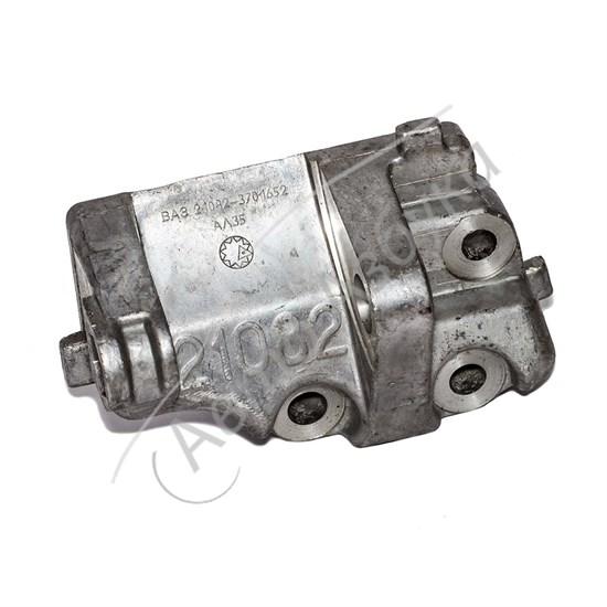 Кронштейн нижний крепления генератора (инжектор) на ВАЗ 21082 - фото 8425
